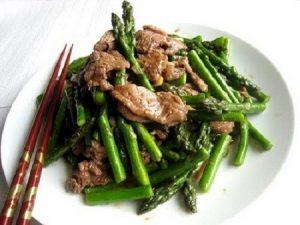 Hướng dẫn 2 cách xào măng tây với thịt bò cho bữa ăn gia đình bạn