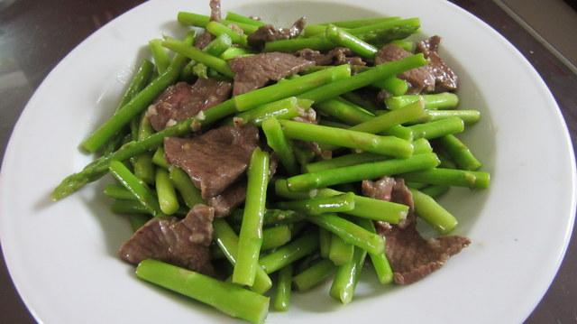 Hướng dẫn 2 cách chế biến măng tây xào thịt bò thơm nức căn bếp