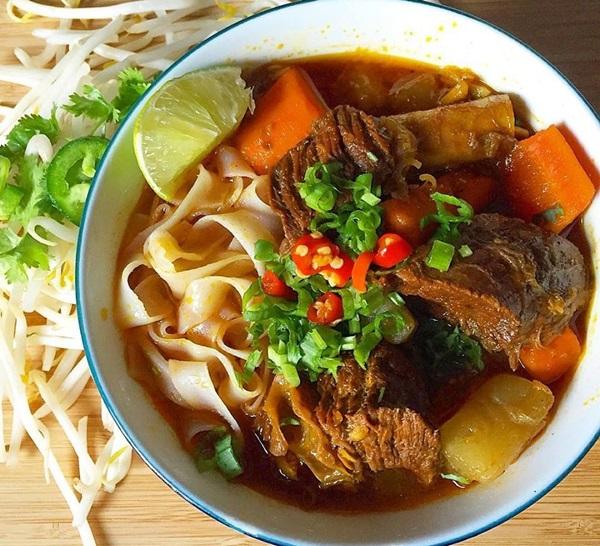 Hướng dẫn cách nấu thịt bò sốt vang ăn bún đúng chuẩn trong 1 nốt nhạc