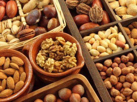 Nhộn nhịp thị trường hạt dinh dưỡng ngày Tết giá cao mà vẫn cháy hàng