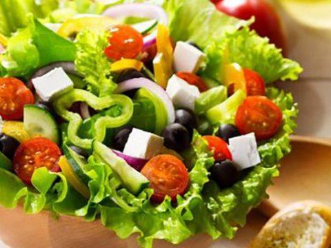 Giảm béo ăn gì? Nguyên liệu nên và không nên dùng cho món salad giảm cân