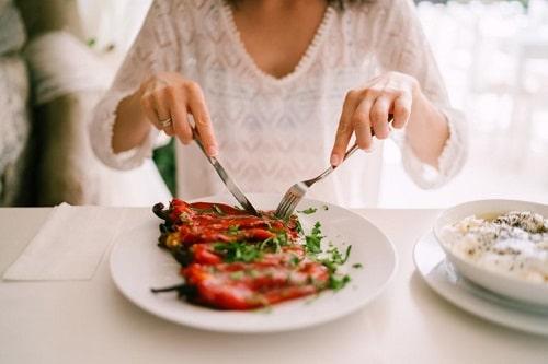 Thực trạng sụt cân ngày tết diễn xảy ra ở một tỷ lệ nhỏ người không có chế độ ăn uống cân bằng