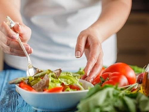 Nạp rau xanh giúp hấp thu tốt, tiêu hóa tốt