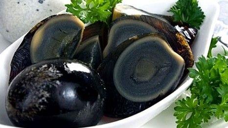 Món ăn có màu đen rất ấn tượng