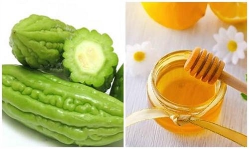 Khổ qua và mật ong trị dị ứng da mặt